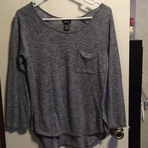 Light quarter sleeve sweater